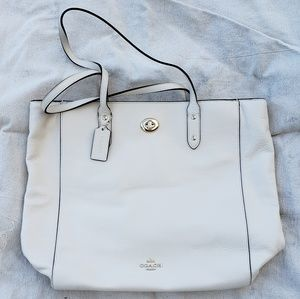 D1792-F12184 Coach Ivory pebbled leather tote
